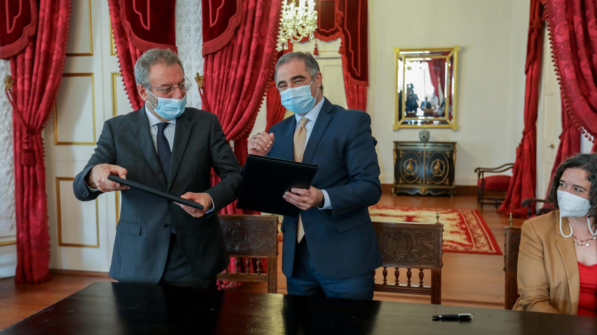 """Assinatura de um protocolo entre a fundação """"Francisco Manuel dos Santos"""""""