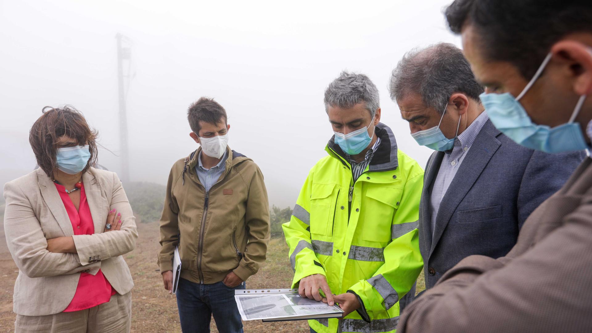 Visitou possíveis espaços para radar meteorológico em São Miguel